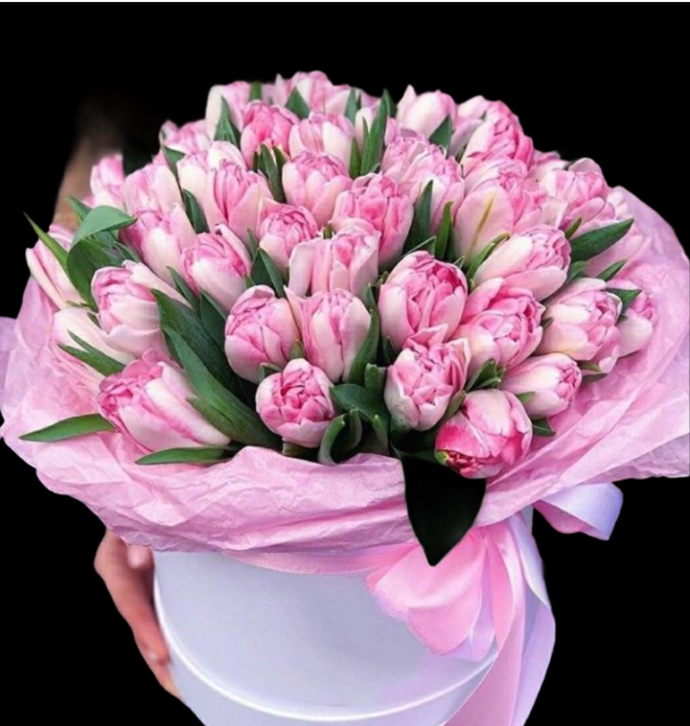 Композиция в шляпной коробке с тюльпанами (ШК-42)