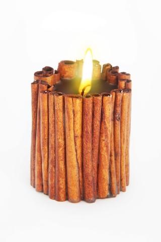 Свеча-эко ручной работы MAGIC LOVE с палочками и эф. корицы, базилик d8 h 10 см/круглая
