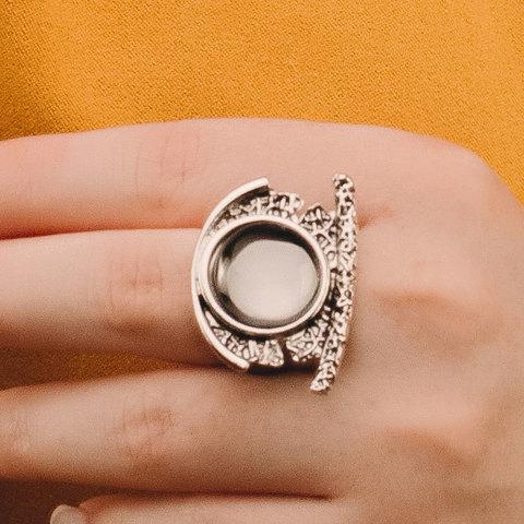 Кольцо в античном стиле с кристальным кабошоном (серый)