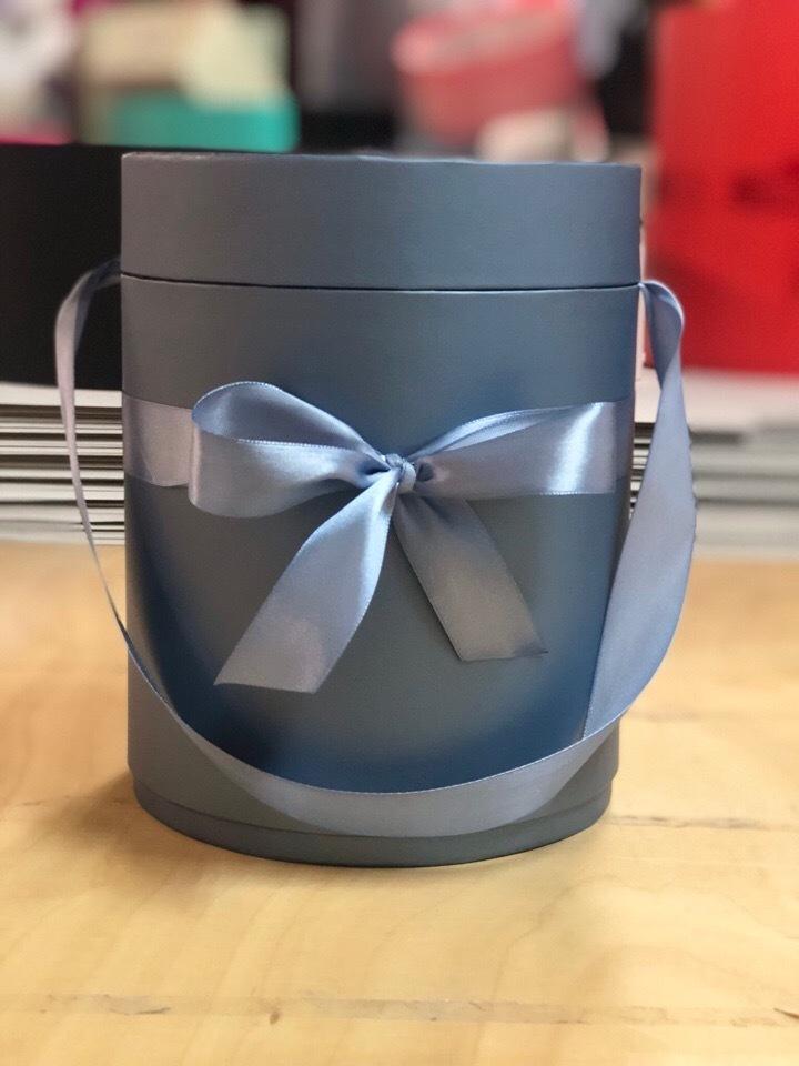 Шляпная коробка D 18 см .Цвет:  Металлик  . Розница 450  рублей