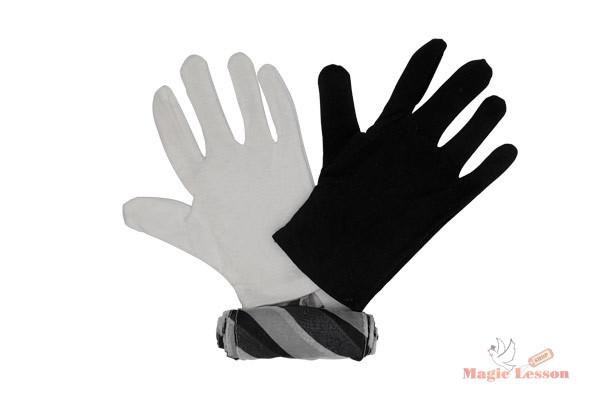 Черная и белая перчатки превращаются в шарф