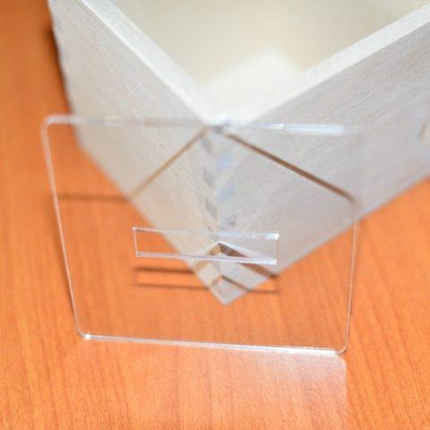 Крышка пластиковая к коробочке-сортеру, отверстие прорезь
