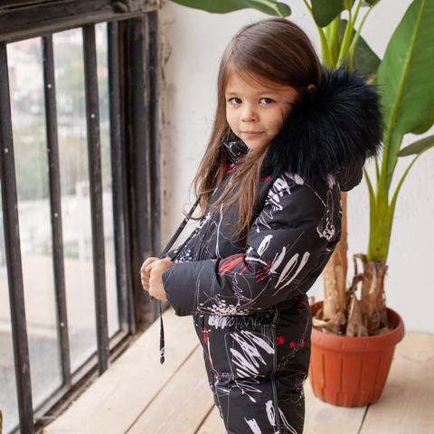 Дитячий зимовий комбінезон з принтом «Графіті» і опушкою з натурального хутра