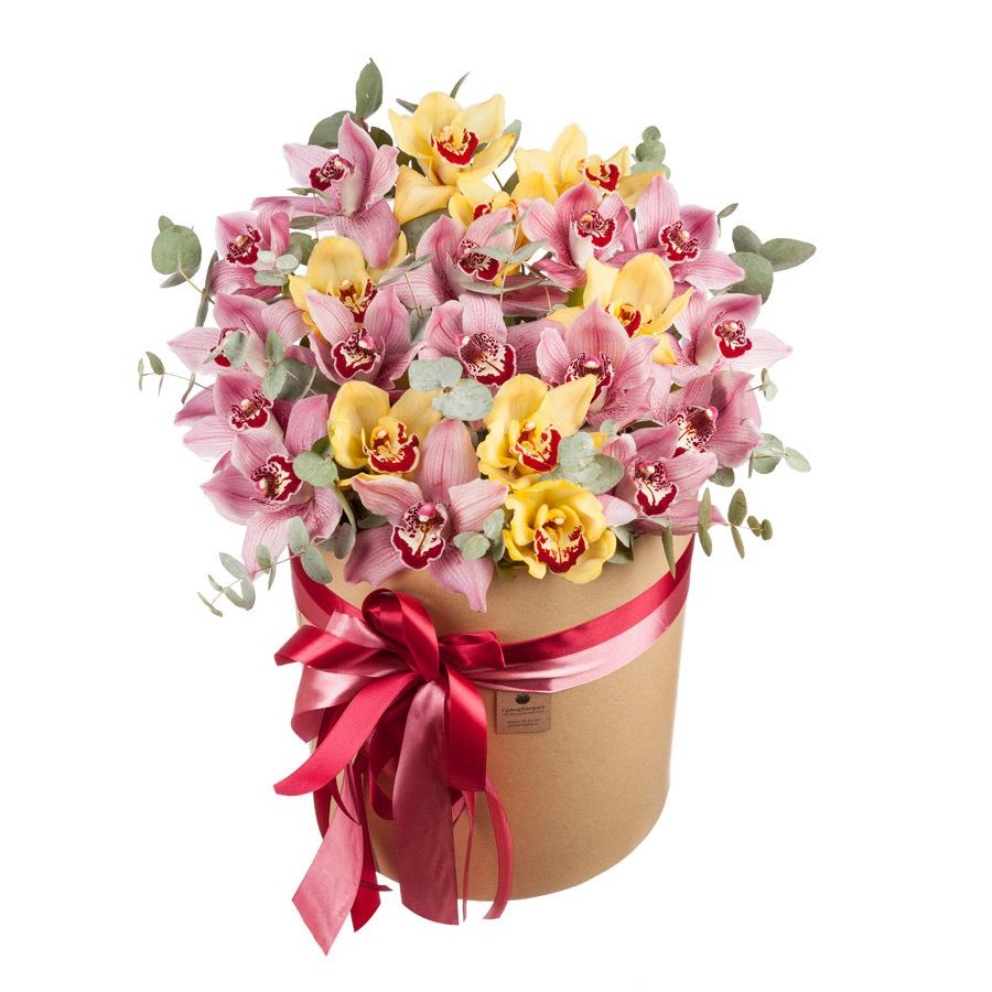 Шляпная коробка из орхидей