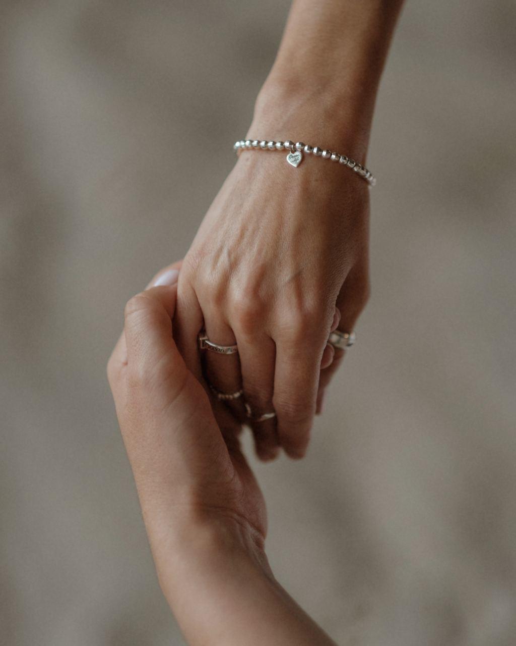 Эластичный браслет