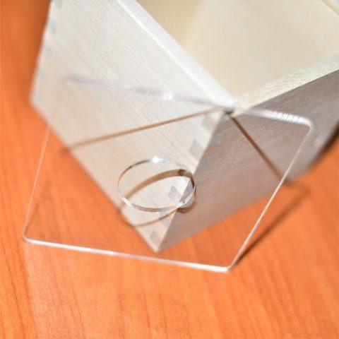 Крышка пластиковая к коробочке-сортеру, круглое отверстие