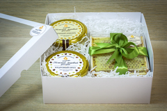 Подарочный набор HoneyForYou с крем-медом и сотовым медом в оливковом оформлении