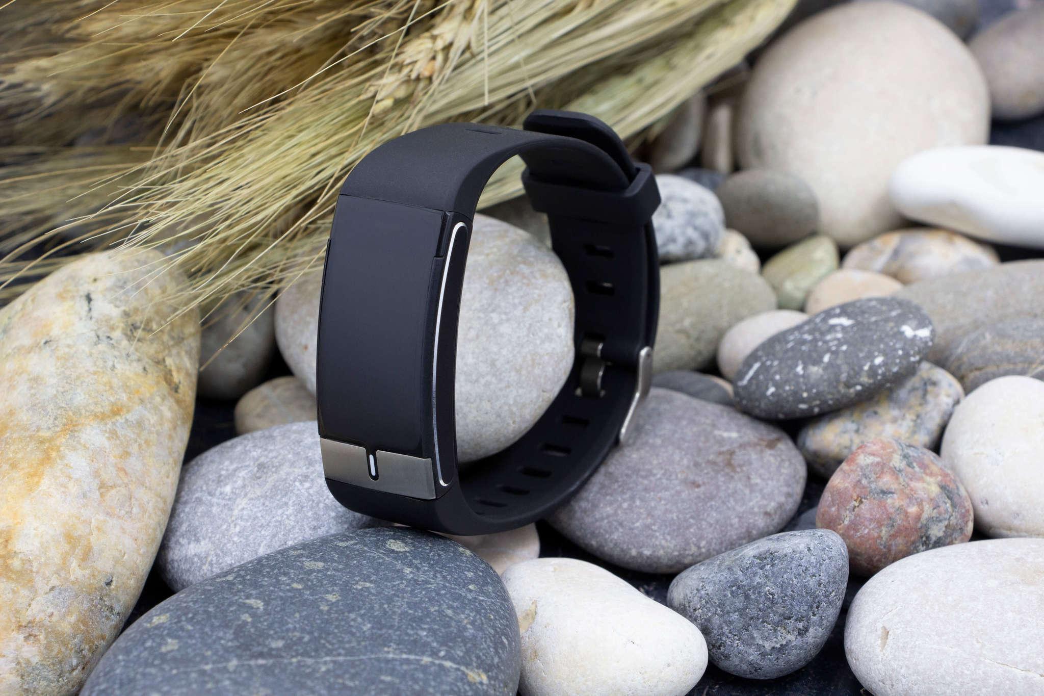 Профессиональный браслет здоровья с автоматическим измерением температуры тела, давления, пульса, кислорода, снятием ЭКГ и контролем аномального пульса Biomer BT68 (чёрный)