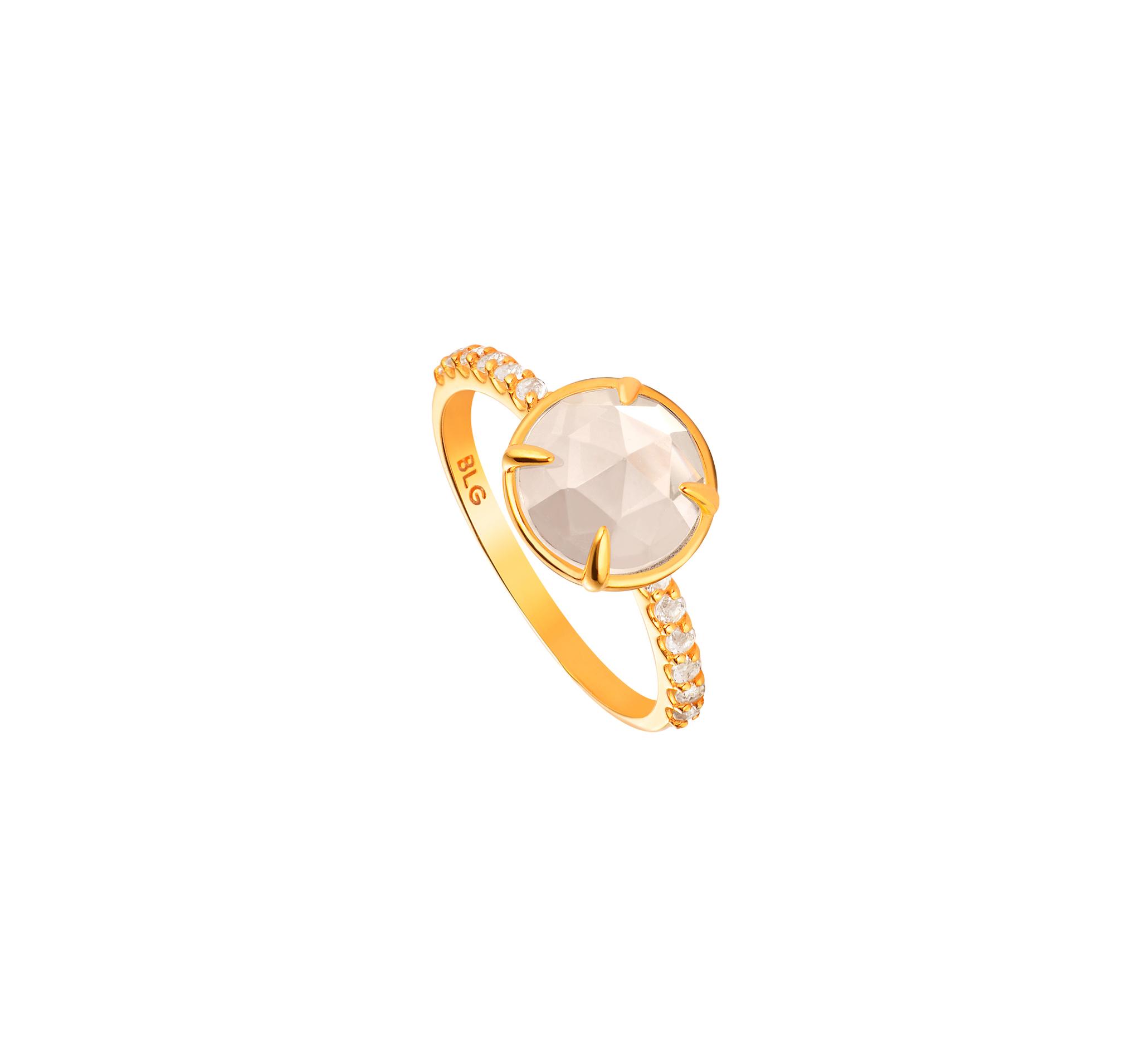 Нежное кольцо из позолоченного серебра с белыми топазами