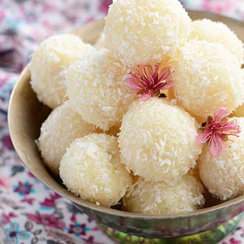 https://static-sl.insales.ru/images/products/1/975/48022479/coconut_ladoo.jpg