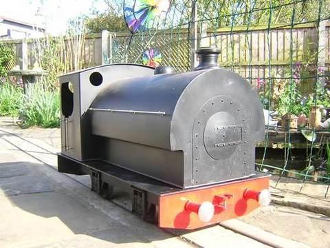 Garden Rail Локомотив TROJAN с корпусом паровоза на колею 12,7 см, электрический