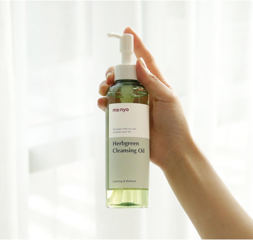 Очищение Гидрофильное масло на основе комплекса трав Manyo Herb Green Cleansing Oil herb_cleansing_oil_03.jpg