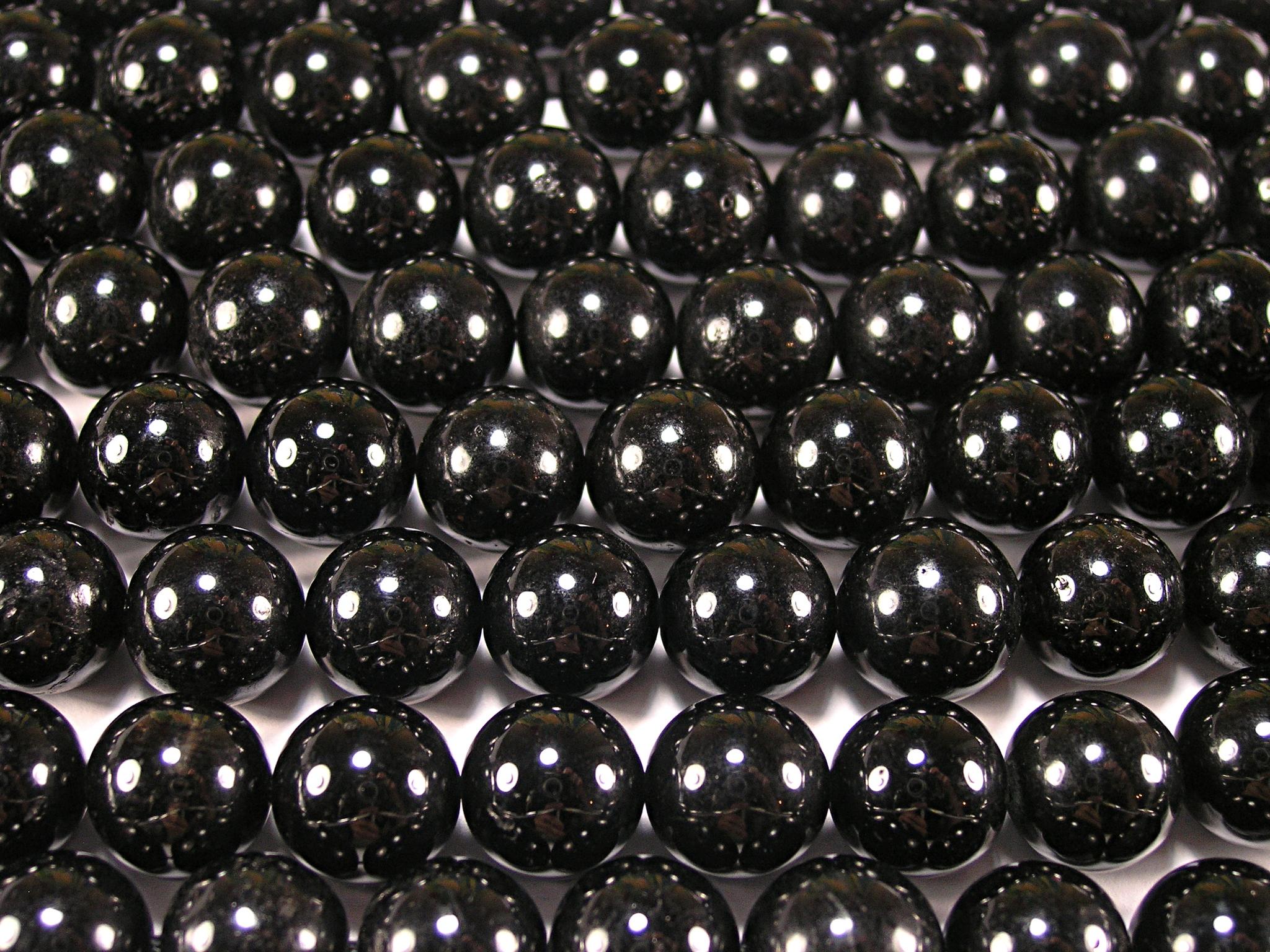 Нить бусин из турмалина черного, шар гладкий 12мм