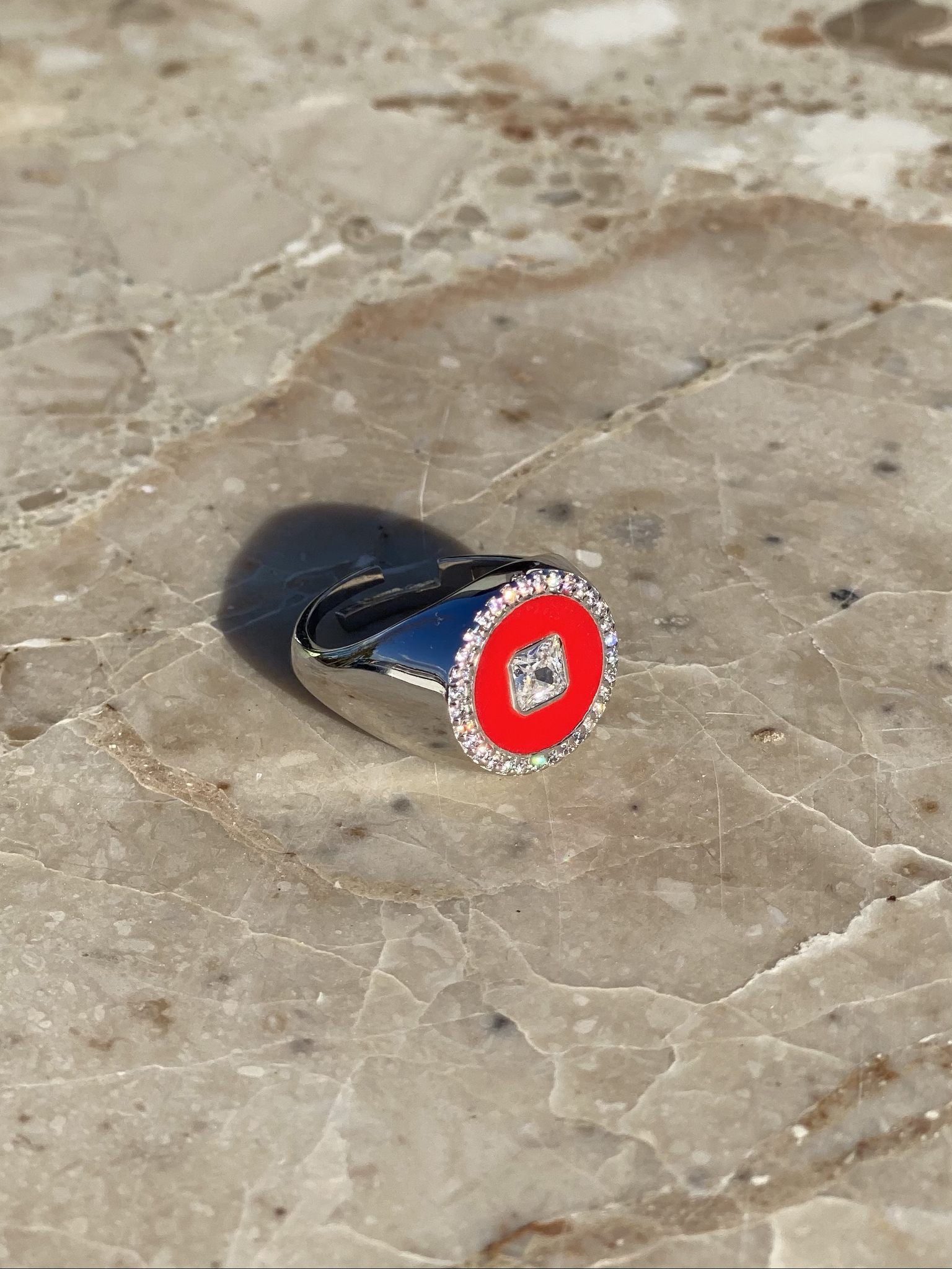 Round signet ring in silver and red enamel