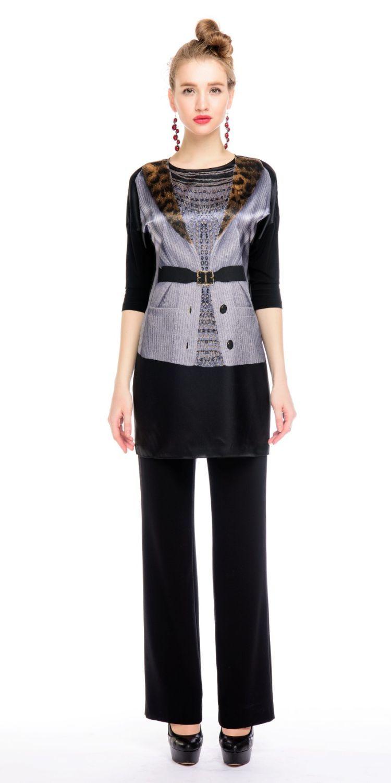 Блуза Г574-171 - Удлиненная блуза-туника со спущенной линией плеча и трикотажным рукавом 3/4. Принт на передней полочке невероятно стройнит фигуру, подчеркивая линию талии