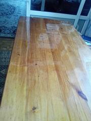 Накладка прозрачная на деревянном столе, толщиной 1мм