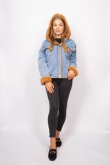 Джинсовая куртка с мехом коричневого цвета купить