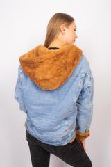 Джинсовая куртка с мехом коричневого цвета оптом